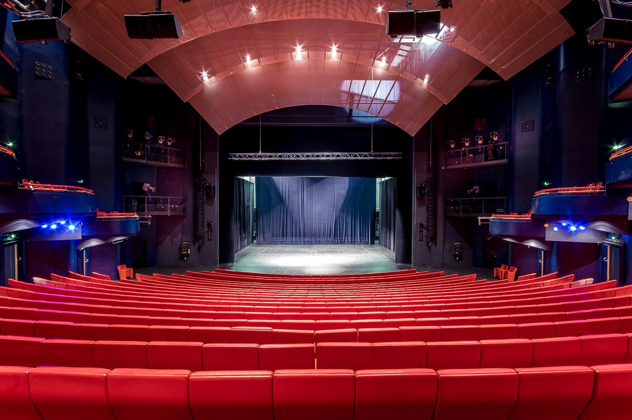 Blick auf die Bühne des Metropol Theaters Bremen